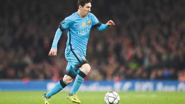 El costo de parecerse al mejor  los nuevos botines de Messi se venden a    4000. Por. Punto a Punto 4ef837e0361e9