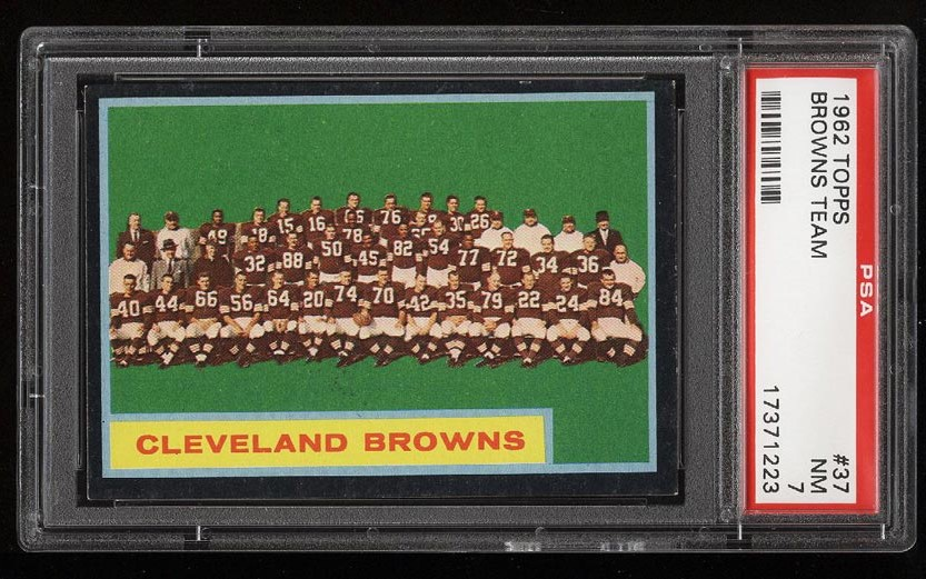 Image of: 1962 Topps Football Cleveland Browns Team #37 PSA 7 NRMT (PWCC)