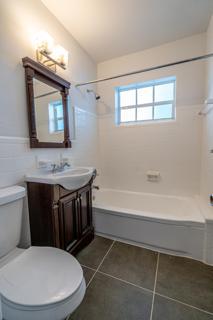 320 #7 Bathroom 1
