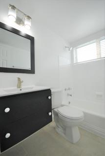 7931 306 Bathroom