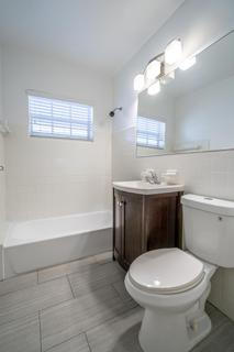 320 #8 Bathroom