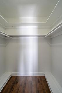 274 Walk-in Closet 2