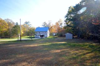 1063 North Rd Front yard
