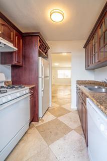 320 #4 Kitchen