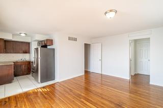 7931 405 Living Room