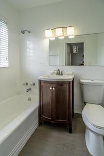 7143 Unit #7 Bathroom