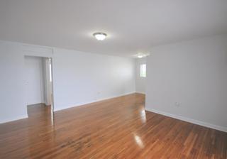 7931 406 Living Room