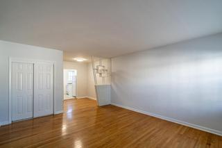 320 #8 Living Room
