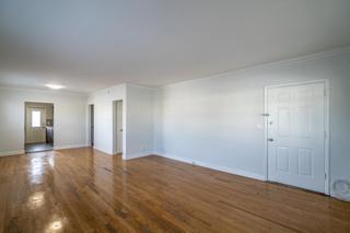 320 #7 Living Room