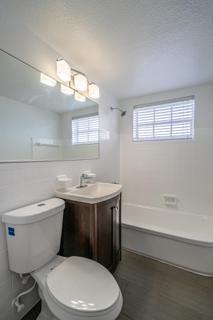 320 #5 Bathroom