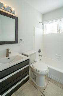7931 404 Bathroom