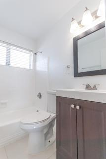 7931 401 Bathroom