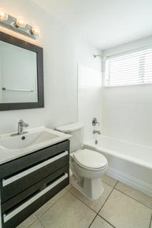 7931 304 Bathroom