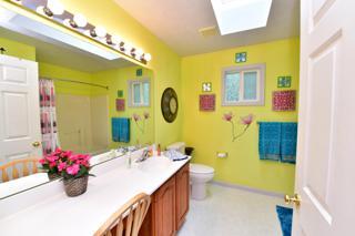 Upstairs Main Bathroom