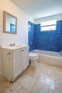 Unit 9 - Bathroom