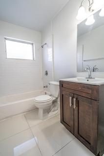 274 Bathroom 1