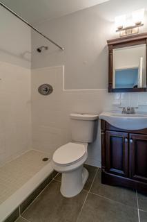 320 #7 Bathroom 2