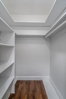 274 Walk-in Closet 1