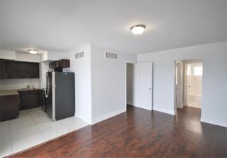 7931 305 Living Room
