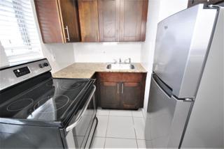 7931 406 Kitchen