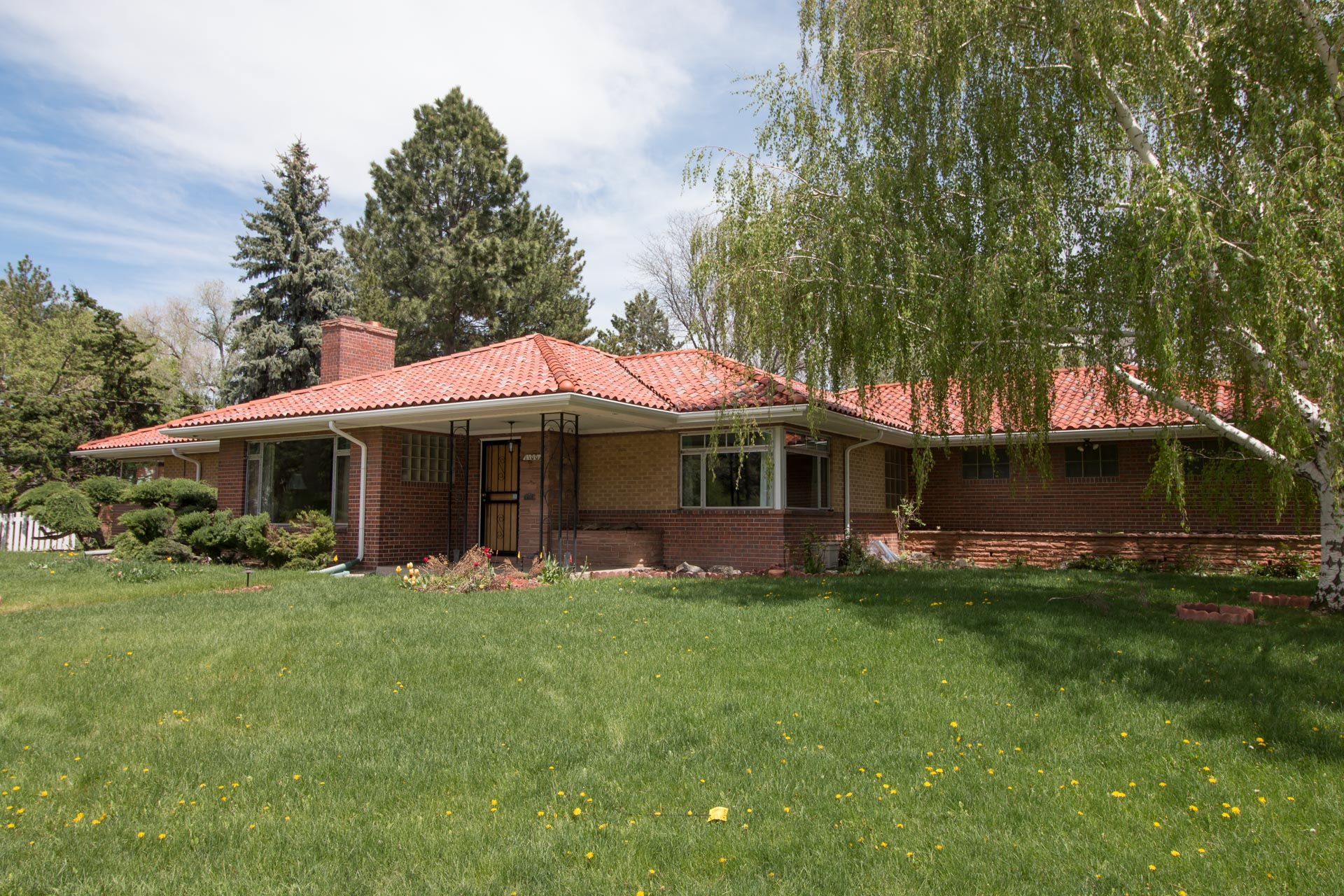 A style of Frank Lloyd Wright-ian modern home.
