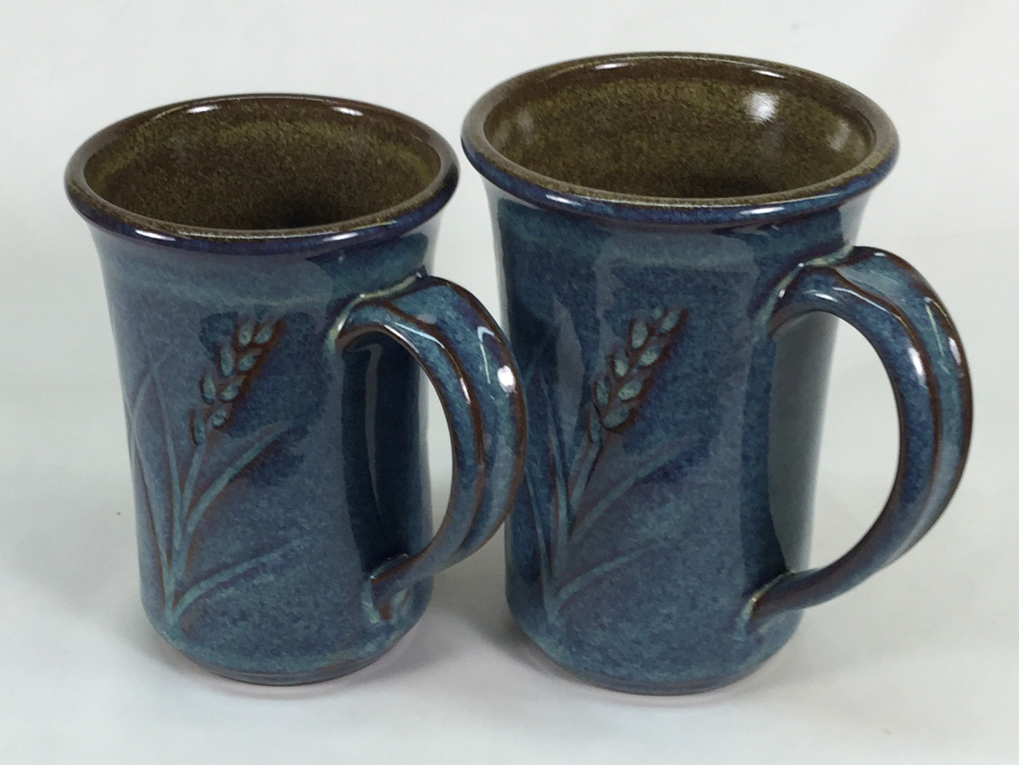M390 mugs with Alberta Slip based glazes by Tony Hansen