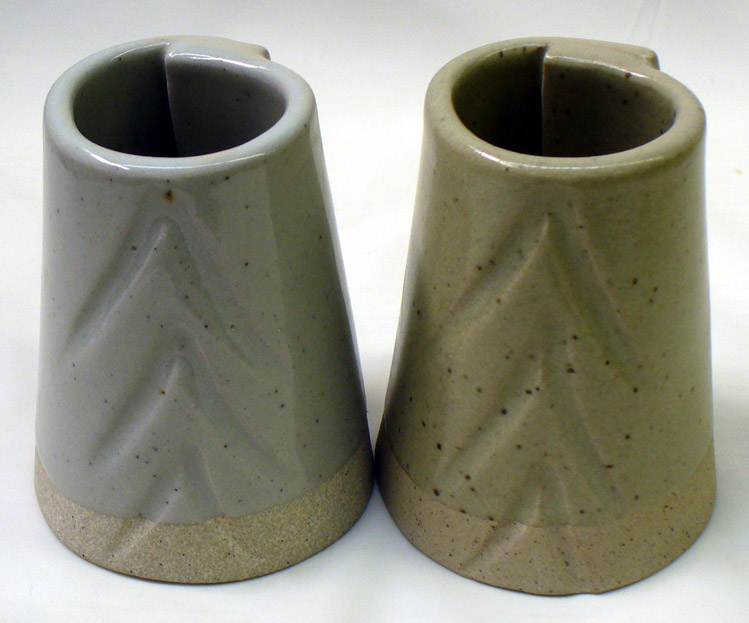 G1947U transparent glaze (left) vs. Ravenscrag Slip at cone 10R