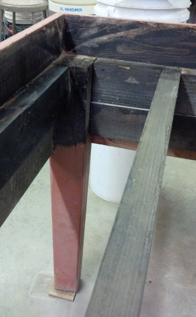 Inside detail of the construction of the plaster table frame