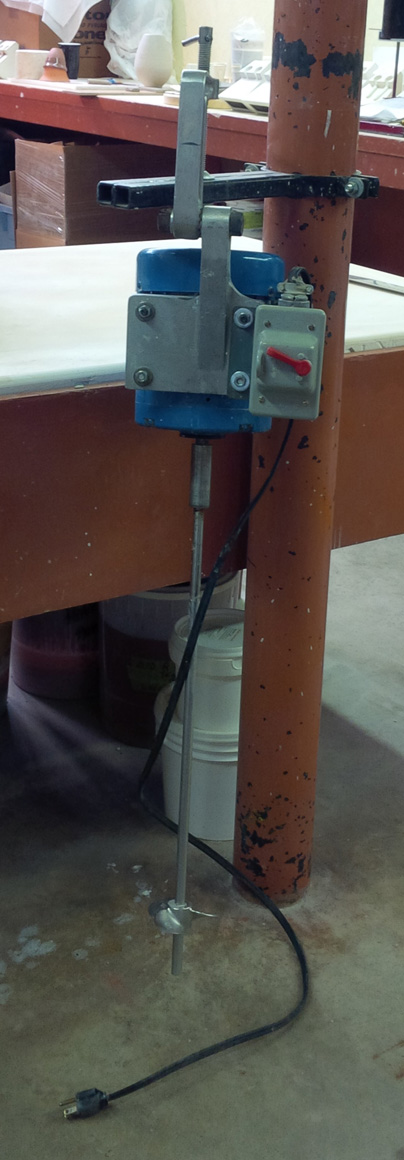 Heavy duty mixer mounted on a steel pole