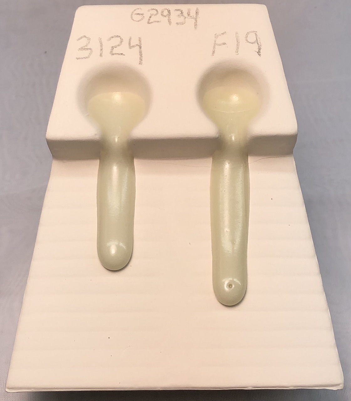 Melt fluidity tester comparing two versions of G2934