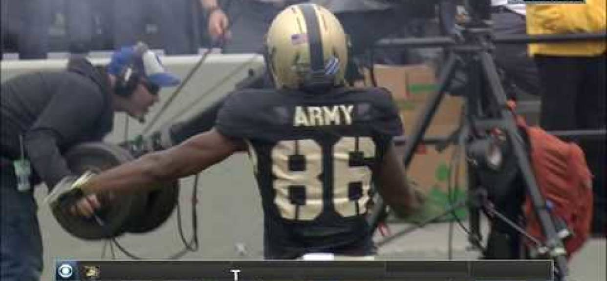 Torrey Alum Christian Hayes '15 scores touchdown for Army.