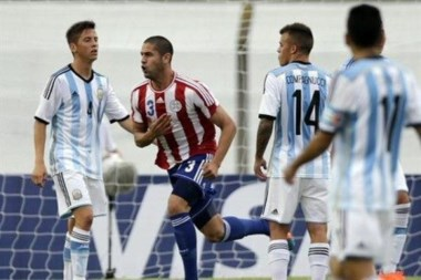 Cañete marcó el único tanto del partido y le dio el triunfo a los paraguayos.