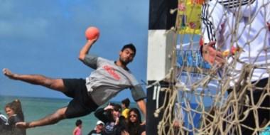 Volador. Lo mejor del beach handball se vivió en la tarde de ayer al disputarse los partidos finales.