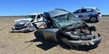 El impacto fue muy  violento. Los dos autos involucrados evidenciaron serios daños en sus carrocerías.