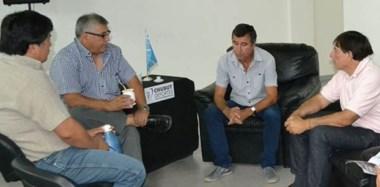 Ricardo Fueyo junto a los presidentes de las diferentes Ligas de Fútbol oficiales. En la reunión se anunció la buena noticia de este provincial.