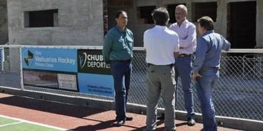 El gobernador Martín Buzzi, autoridades de Chubut Deportes y dirigentes en la recorrida por las obras.