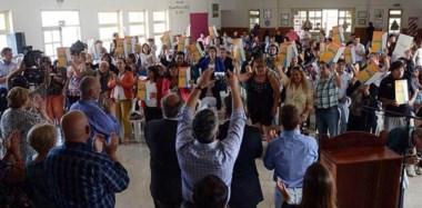 Mucha gente. Un carácter multitudinario tuvo este acto en Comodoro Rivadavia  en el cual el gobernador Martín Buzzi estuvo presente.