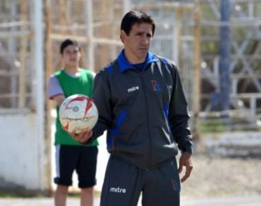 La pelota es mía. Jorge Izquierdo, ex DT de la CAI, se convirtió en  el sucesor de Orlando Portalau en Madryn.