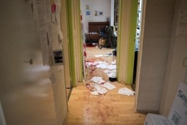 Única fotografía del interior de la redacción después del ataque. (Foto: Twitter).
