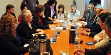 Reunión en la que se firmó  ayer  en Rawson un acta acuerdo para modificar el régimen previsional.