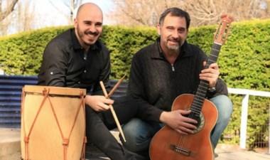 El dúo de reciente formación tocará música y arreglos propios.