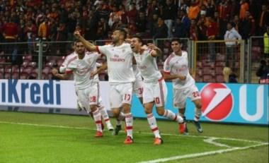 Gaitán marcó el gol de Benfica pero no alcanzó en Turquía contra Galatasaray.