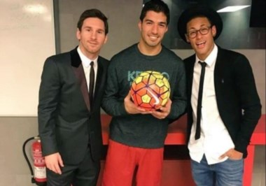 Messi, Neymar y Suárez después del partido en el Nou Camp.