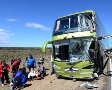 Solidaridad. Automovilistas y camioneros frenaron para ayudar.