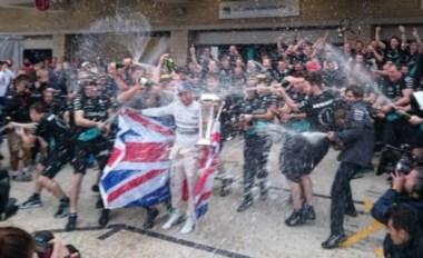Hamilton se hace con su tercer título de la F1 después de ganar una caótica carrera en los Estados Unidos.