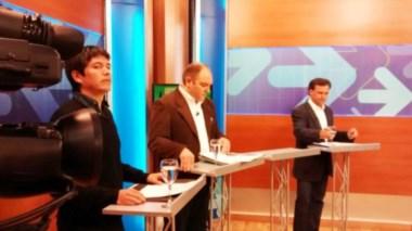 Argumentos. Desde la izquierda, Pérez Álvarez, Ramón y Mac Karthy en plena discusión televisiva.