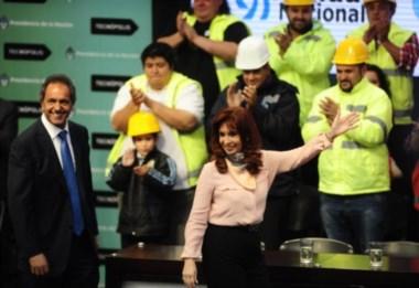Los cascos son en homenaje a los trabajadores del sector Vial.
