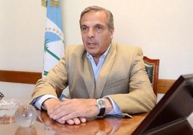El gobernador neuquino hace alarde del as de espadas de la economía patagónica.