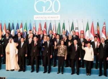 A la derecha de la imagen, el ministro de Economía argentino.