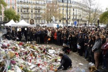 Europa guarda un minuto de silencio por los atentados de París.